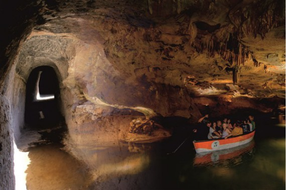 GUIDED TOUR TO WATER JOURNEY: CHELVA, MONTANEJOS & WATER CAVES