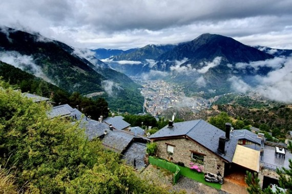 GUIDED TOUR TO ARAN VALLEY & ETERNAL LAKES: FROM ANDORRA TO CALDEA